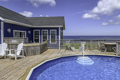 Oceanfront with pool and hot-tub